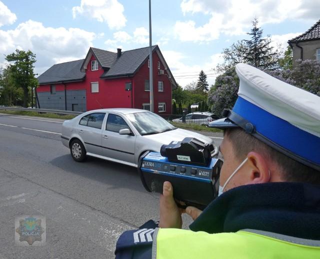 Opolscy policjanci każdego dnia mierzą prędkość na drogach.
