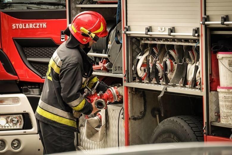 Do akcji gaśniczej zadysponowano trzy zastępy straży pożarnej, w tym dwa z Komendy Powiatowej PSP w Grajewie oraz jednostkę OSP Grajewo.