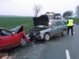 Wypadek pod Gniechowicami. 4 osoby ranne po czołowym zderzeniu (ZDJĘCIA)