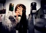 """Infolinia Anonimowych Alkoholików w trakcie pandemii notuje rekordy. """"Mamy 100 procent więcej połączeń"""""""