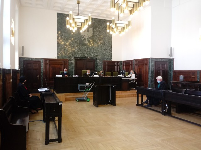 Oskarżony Dariusz K. od momentu zatrzymania w grudniu 2019 r. przebywa w tymczasowym areszcie. Nie było go na publikacji wyroku.