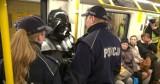 Sylwester Wardęga zatrzymany przez policję. Darth Vader w metrze (wideo)