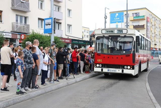 W urodziny miasta na przejażdżkę linią 764 przyszły tłumy.