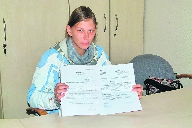 Wioletta Brych w 2010 r. otrzymała wezwanie do oddania alimentów, które, zdaniem urzędników, nienależnie pobierała. Teraz zabrano jej pieniądze, które należą się jej dzieciom.