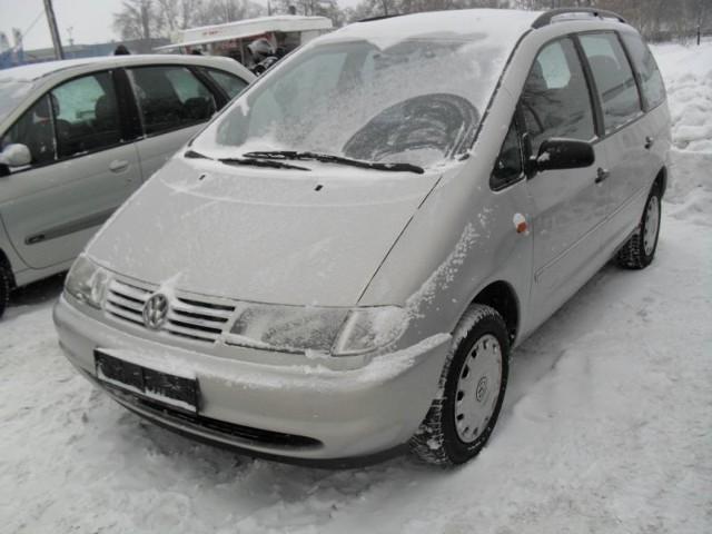 VW Sharan, 1998 r., 1,9 TDI, ABS, autoalarm, centralny zamek, elektryczne szyby i lusterka, immobiliser, klimatyzacja, 2x airbag, wspomaganie kierownicy, 19 tys. 800 zl + koszt rejestracji;