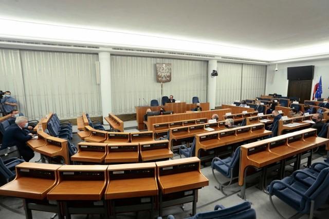 Senat przyjął uchwałę wzywającą Radę Ministrów do przyjęcia wynegocjowanego projektu budżetu UE
