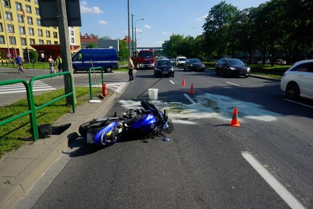 Do wypadku doszło przy skrzyżowaniu ul. Grochowskiej i Świt w Poznaniu.