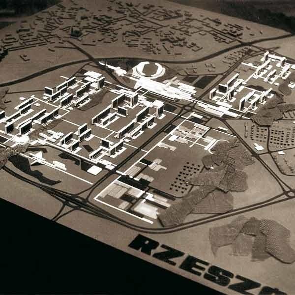 Zróżnicowana zabudowa, na dachach zielone tarasy, tereny zielone na całym osiedlu oraz palce zabaw - tak miało wyglądać Nowe Miasto (w głębi projektowana obecna ul, Kopisto oraz stadion).