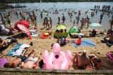 Tłumy w Kryspinowie i na Bagrach. Popularne kąpieliska oblegane przez plażowiczów i miłośników wodnej zabawy [ZDJĘCIA]
