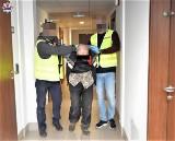 Powiat tomaszowski: Zaatakował byłą żonę szufelką, a pasierbicę motyką. Miał zakaz zbliżania się
