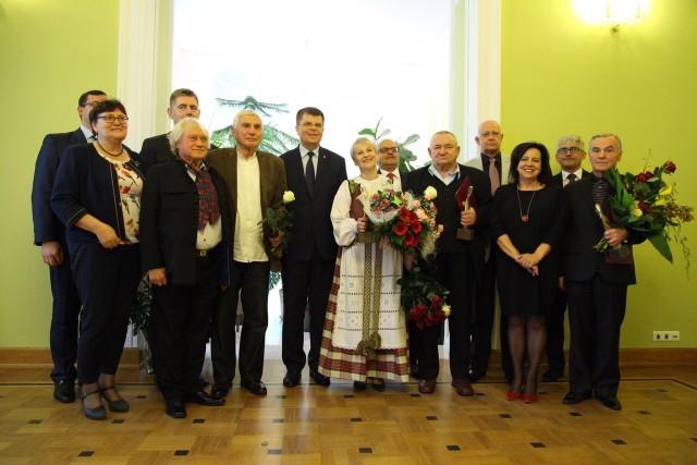 Tegoroczni laureaci działają w różnych częściach naszego regionu, a także poza nim. Wszyscy przybyli na uroczystą galę do Muzeum Rolnictwa w Ciechanowcu, by osobiście odebrać ważne laury.