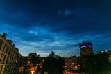 Obłoki srebrzyste na nocnym niebie. Niezwykły spektakl nad północnym horyzontem