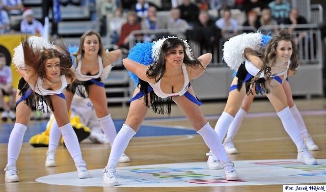 Cheerleaderki na meczach AZS Koszalin w sezonie 2012/13. Zobaczcie zdjęcia!Zobacz także AZS Koszalin - Trefl Sopot 67:102 (archiwum)