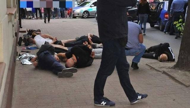 Akcja policji przed sklepem w Pabianicach.