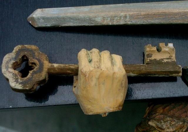 Zniszczone figurki w Nowym ZmigrodzieW Nowym Zmigrodzie chuligani zniszczyli figurki kościelne.