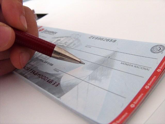 """UmowaBank woli dać kredyt osobie, o której wie, jak spłaca raty niż takiej, która jest anonimowa i nie ma nic na jej temat w Biurze Informacji Kredytowej. Ponadto BIK przestrzega przed reklamami w stylu """"Profesjonalne czyszczenie BIKu to pomoc w usuwaniu negatywnej historii kredytowej, w atrakcyjnej cenie""""."""