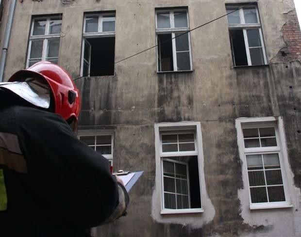 Do tragedii doszło w mieszkaniu na I piętrze kamienicy przy ul. 1 Maja 19 w Opolu.