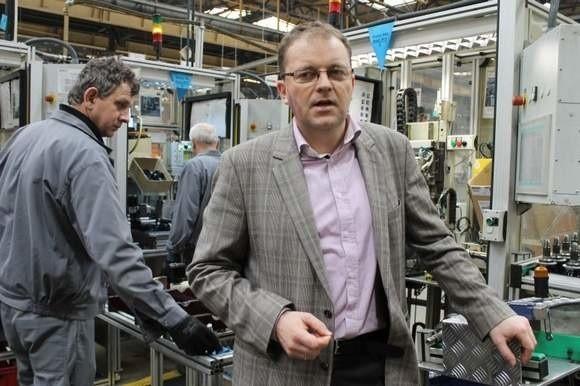 - Przygotowujemy się już do otwarcia nowych linii produkcyjnych, dla naszego zakładu oznacza to rozwój i nowe miejsca pracy - mówi Edmund Majtyka, dyrektor zakładu Neapco w Praszce. (fot. Mirosław Dragon)