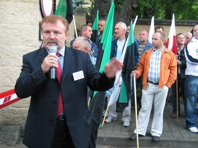 - Wygląda na to, że zarząd KGHM dąży do konfrontacji - mówi Ryszard Zbrzyzny