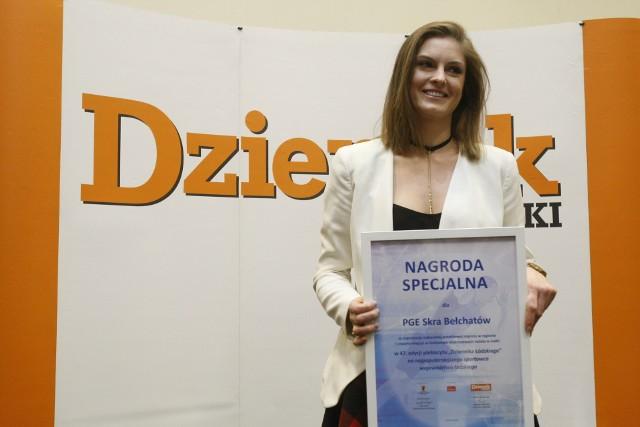 Martyna Grajber odbiera nagrodę na gali Dziennika Łódzkiego Sportowiec Roku