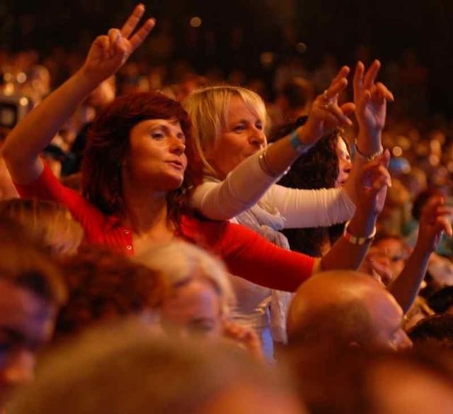 Festiwalowa publiczność będzie się bawić i śpiewać.