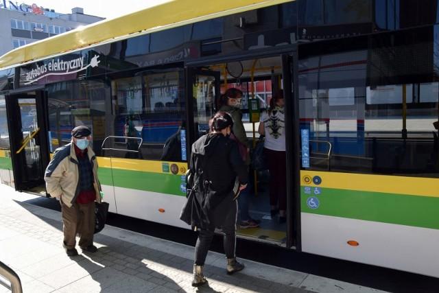Zielona Góra, maj 2020 roku. Coraz więcej osób decyduje się na dojazd do pracy autobusami Miejskiego Zakładu Komunikacji.