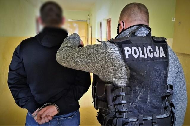 26-latek uszkodził dystrybutor na stacji benzynowej w Tczewie i tak wpadł w ręce policji. Grozi mu więzienie
