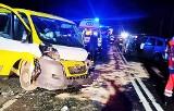 Wypadek w Gródku. Trzy osoby w szpitalach. Dwa auta roztrzaskane. Droga krajowa nr 28 była zablokowana [ZDJĘCIA]