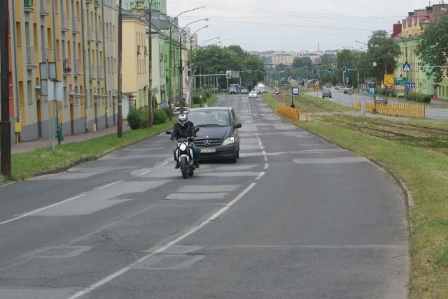 Dziurawa ulica Piłsudskiego rzeczywiście wymaga pilnego remontu