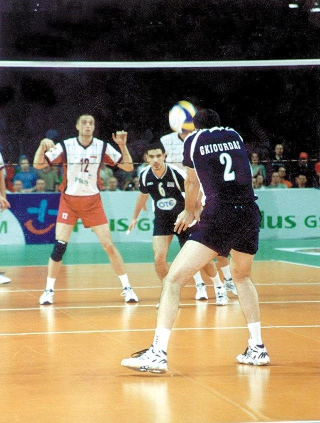 Marios Gkiourdas i Vasilis Kournetas (nr 6) są podstawowymi zawodnikami reprezentacji Grecji i Olympiakosu. Jarosław Stancelewski (nr 12) to środkowy reprezentacji Polski i Mostostalu. W czerwcu walczyli w Lidze Światowej, w czwartek zmierzą się w Lidze Mistrzów.