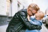 Dzień Ojca 2021. Mamy dane o ojcach z województwa z lubuskiego! W jakim wieku Lubuszanie najczęściej zostają ojcami?