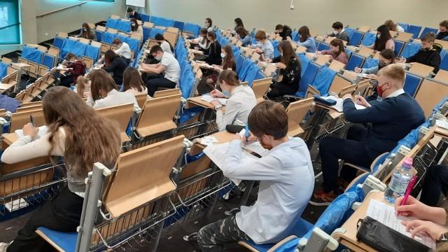 Pisemna część finału odbyła się w sali wykładowej UO.