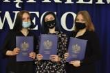Pożegnanie absolwentów ZSOiT w Miastku. Świadectwa, podziękowania (ZDJĘCIA)