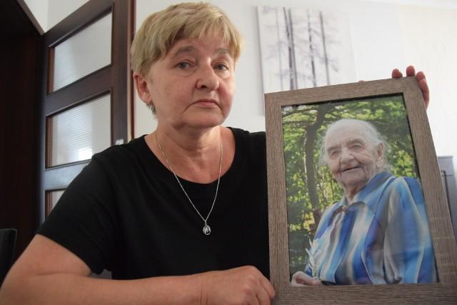 - Mama zmarła w sobotę. Pogrzeb mogliśmy załatwiać dopiero w poniedziałek – mówi Zdzisława Piróg.