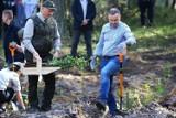 Prezydent Andrzej Duda sadził drzewa! Akcja sadzenia drzew w Lesie Wolborskim z udziałem pary prezydenckiej