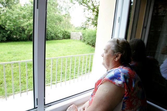 – Zniszczą na zieleń, a dzieci w żłobku będą oddychały spalinami – mówi Janina Auguścik, mieszkanka pobliskiego bloku. – A nam zabiorą teren rekreacyjny. To niesprawiedliwe.