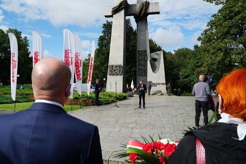 40. rocznica podpisania Porozumień Sierpniowych. Poznaniacy uczcili pamięć o tamtych wydarzeniach na placu Mickiewicza