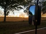 Gigantyczny pożar zboża w Złotniku. Dym widać z wielu kilometrów! [ZDJĘCIA CZYTELNIKA]