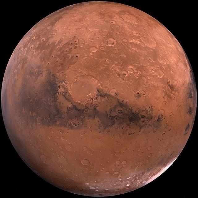Mars blisko Ziemi: Wielka opozycja Marsa już dziś. Warto patrzeć w niebo, bo takie zjawisko pojawi się na nim dopiero za 17 lat.