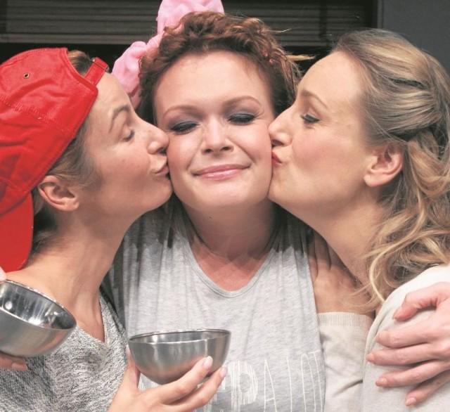 """Daria Widawska (w środku), Joanna Brodzik i Małgorzata Lipmann w spektaklu """"Di, Viv i Rose"""" grają trzy przyjaciółki. Ta relacja łączy je nie tylko na scenie. Prywatnie przyjaźnią się od kilkunastu lat."""