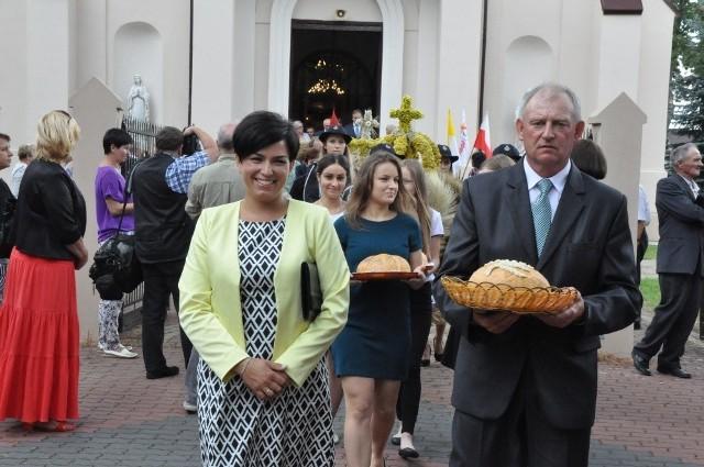 Starostami tegorocznych dożynek byli Katarzyna Ochmańska i Leszek Matuszewski z Ryczywołu.