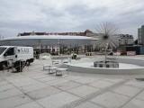 Rynek Łazarski - już z membranowym dachem - zbliża się do końca przebudowy