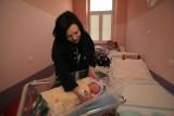 Trójka maluchów w godzinę. Pierwsi urodzeni w Nowym Roku