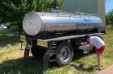 Dramatycznie zabrakło wody. Mieszkańcy Pleszewa masowo wykupują ją ze sklepów, w wodociągach są braki, podstawiono beczkowozy