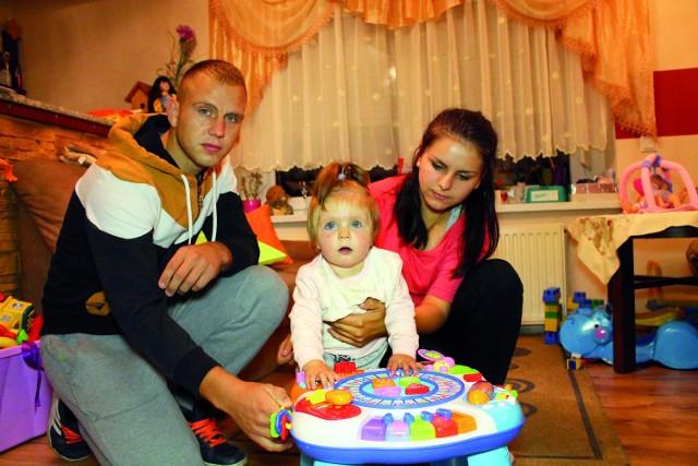 - Żeby Zuzia żyła, potrzebuje jeszcze dwóch operacji - tłumaczą Joanna i Łukasz Kluge, rodzice dziewczynki. - Zostało nam niewiele czasu.