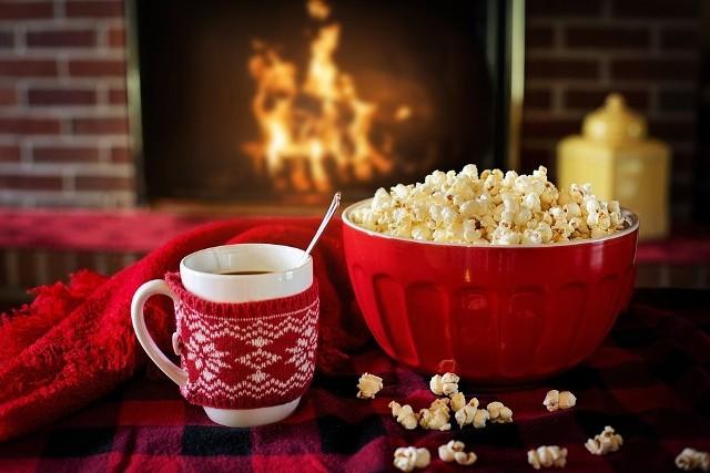 PREZENTY NA MIKOŁAJA. LISTA POMYSŁÓWPrezenty na Mikołaja - kubek. Jeśli skarpetki, to przyda się też świąteczny kubek, w którym, w te zimowe dni, będzie można napić się gorącego kakao.