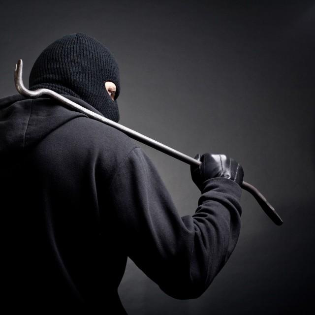 Mężczyzna odpowie za kradzież z włamaniem. Grozi za to do 10 lat więzienia.