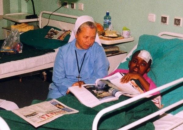 Siostra Mariola Mierzejewska i Nelly Nyirenda na  dzień przed wypisaniem z grudziądzkiego  szpitala.