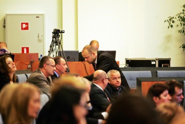 Patryk Wild z obozu R. Dutkiewicza, choć na ostatniej sesji sejmiku występował ramię w ramię z radnymi Prawa i Sprawiedliwości, mówi, że w sprawie koalicji z PO nic się nie zmieniło
