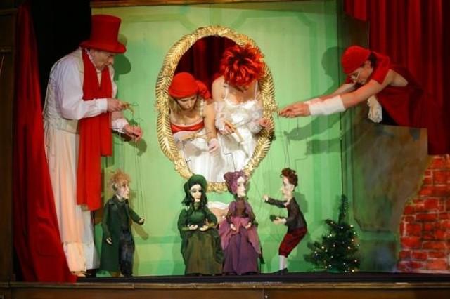 """Na spektakl """"Mr. Scrooge""""  zaprasza studentów Opolski Teatr Lalki i Aktora."""